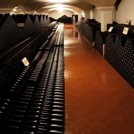 350000 bouteilles stockées en cave
