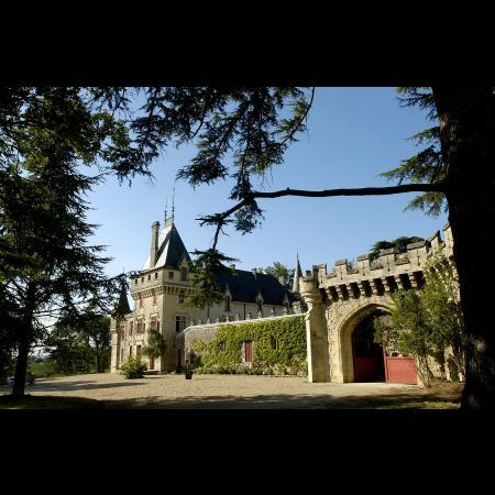 L'entrée du Château De Pressac