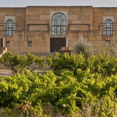 La façade et les vignes du domaine Viret