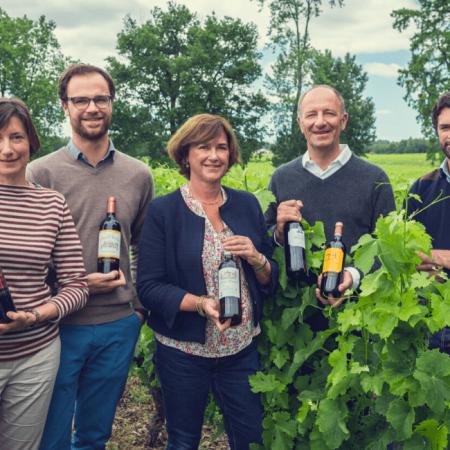Les viticulteurs dans les vignes