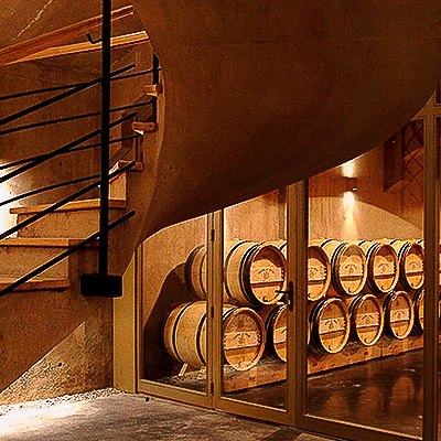 Les caves du Château Giscours, escaliers et barriques