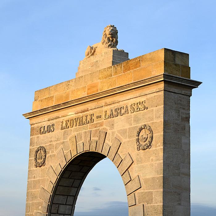 L'emblématique statue Léonine ornant le portail d'entrée