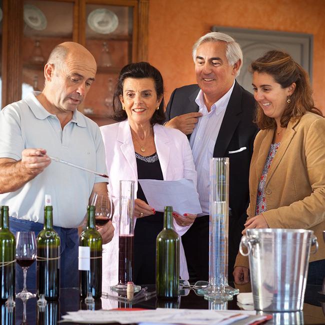 François-Xavier et Marie-Hélène Borie dans les vignes